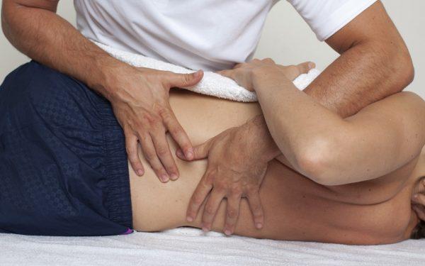 علاج العمود الفقري اليدوي (التلاعب)